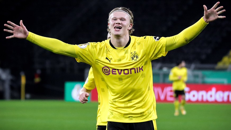 epa08982620 Dortmund's Erling Haaland celebrates the 2-0 lead scored by Jadon Sancho (not pictured)  during the German DFB Cup round of 16 soccer match between Borussia Dortmund and SC Paderborn 07 in Dortmund, Germany, 02 February 2021.  EPA/FRIEDEMANN VOGEL / POOL CONDITIONS - ATTENTION: The DFB regulations prohibit any use of photographs as image sequences and/or quasi-video.
