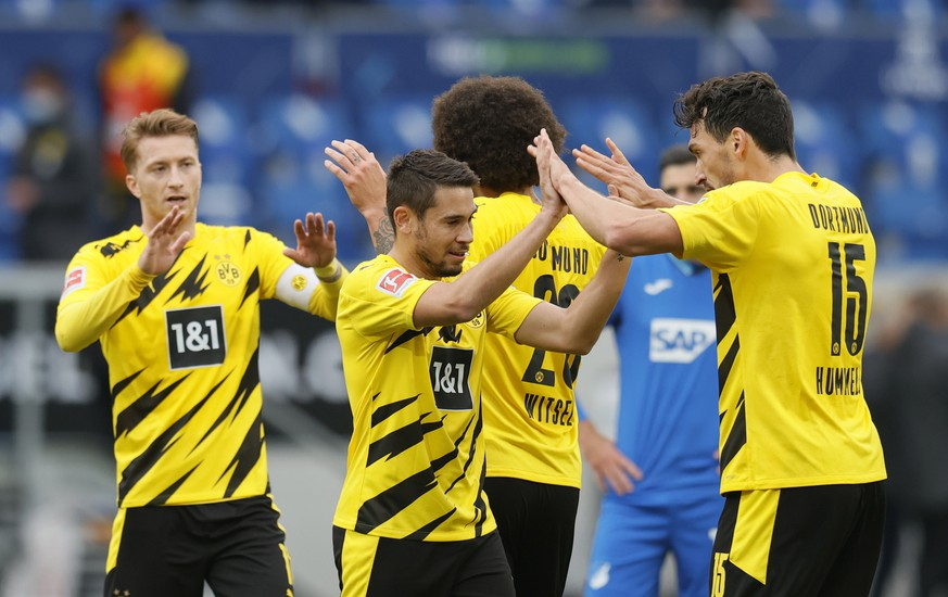 epa08753110 Dortmund players celebrate after winning the German Bundesliga soccer match between TSG 1899 Hoffenheim and Borussia Dortmund in Sinsheim, Germany, 17 October 2020.  EPA/RONALD WITTEK CONDITIONS - ATTENTION: The DFL regulations prohibit any use of photographs as image sequences and/or quasi-video.