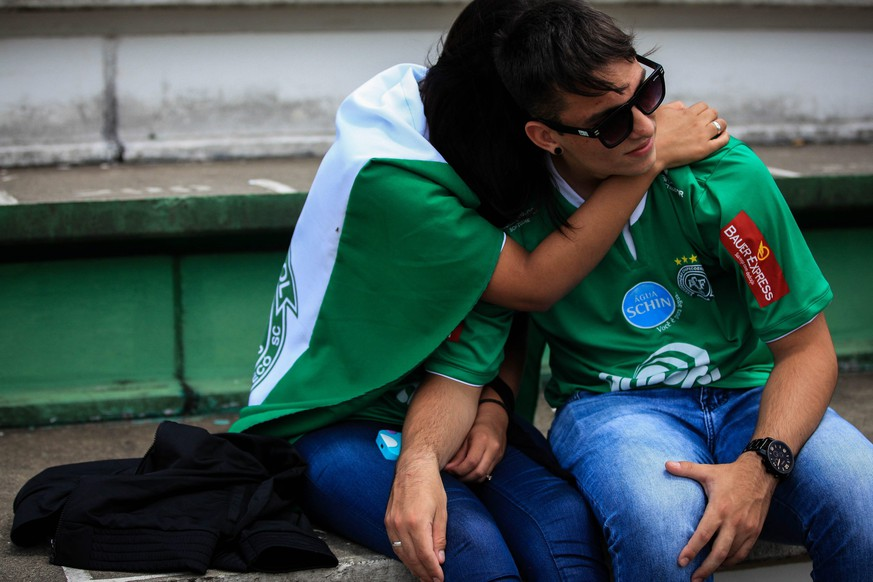 epa05652354 Supporters of the Brazilian soccer team Chapecoense gather at the Arena Conda Arena in Chapeco, Brazil, 29 November 2016, to perform a vigil in honor of the victims of the plane crash in La Union, department of Antioquia, Colombia. According to reports, 75 people died when an aircraft crashed late 28 November 2016 with 81 people on board, including players of the Brazilian soccer club Chapecoense. The plane crashed in a mountainous area outside Medellin, Colombia as it was approaching the Jose Maria Cordoba airport. The cause of the incident is as yet uknown. Chapecoense were scheduled to play in the Copa Sudamericana final against Medellin's Atletico Nacional on 30 November 2016.  EPA/Fernando Bizerra Jr.