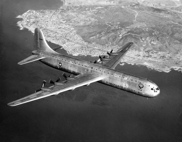 Convair XC-99 https://en.wikipedia.org/wiki/Convair_XC-99#/media/File:Convair_XC-99_in_flight_c1948.jpg