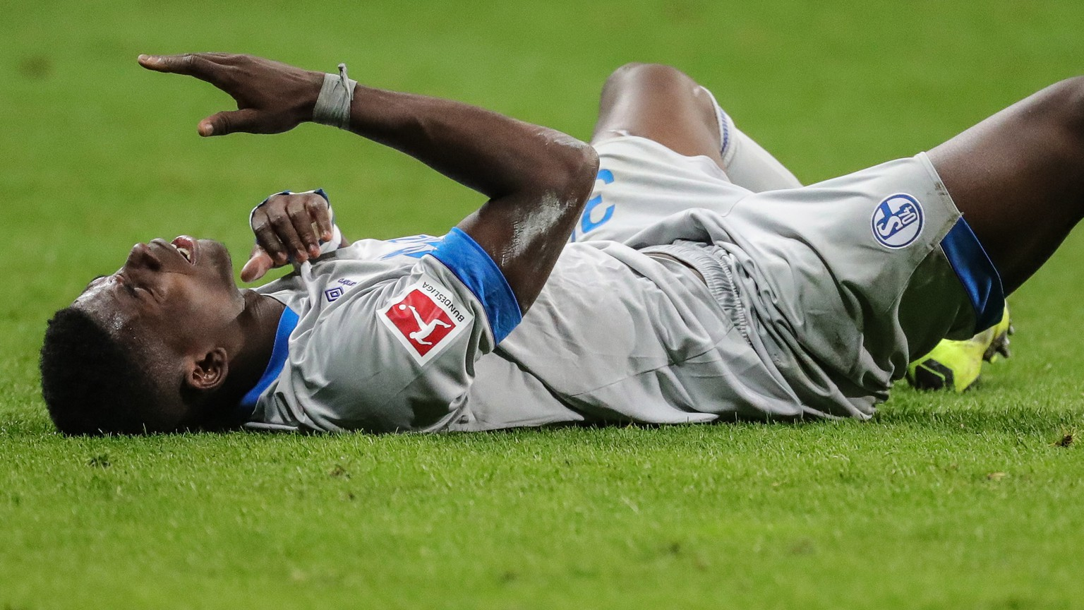 epa07159474 Schalke's Breel Embolo reacts during the German Bundesliga soccer match between Eintracht Frankfurt and FC Schalke 04 in Frankfurt Main, Germany, 11 November 2018.  EPA/ARMANDO BABANI CONDITIONS - ATTENTION: The DFL regulations prohibit any use of photographs as image sequences and/or quasi-video.