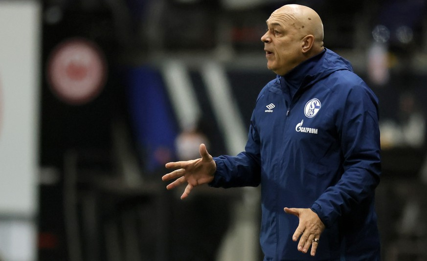 epa08944226 Schalke's head coach Christian Gross reacts during the German Bundesliga soccer match between Eintracht Frankfurt and FC Schalke 04 in Frankfurt, Germany, 17 January 2021.  EPA/RONALD WITTEK / POOL CONDITIONS - ATTENTION: The DFL regulations prohibit any use of photographs as image sequences and/or quasi-video.